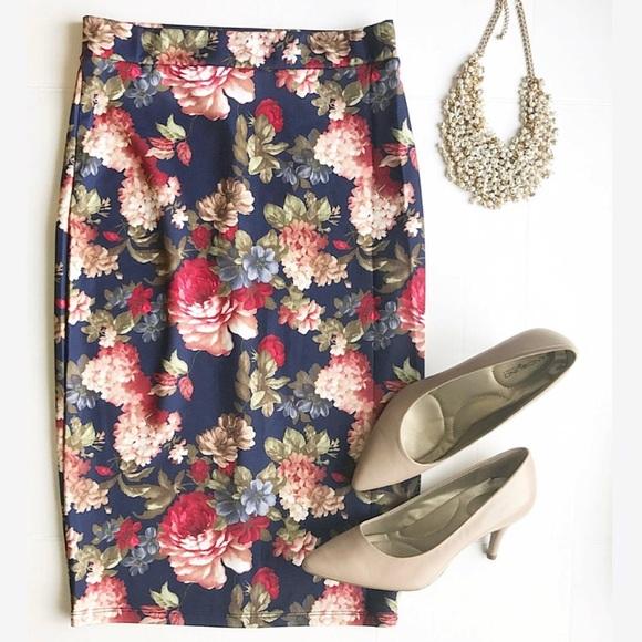 Dresses & Skirts - Floral Pencil Skirt!